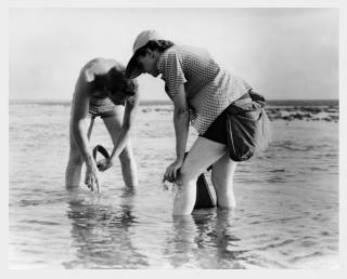 Rachel Carson with Bob Hines conducting marine biology research in Florida in 1952. (Photo: U.S. Fish and Wildlife Service)